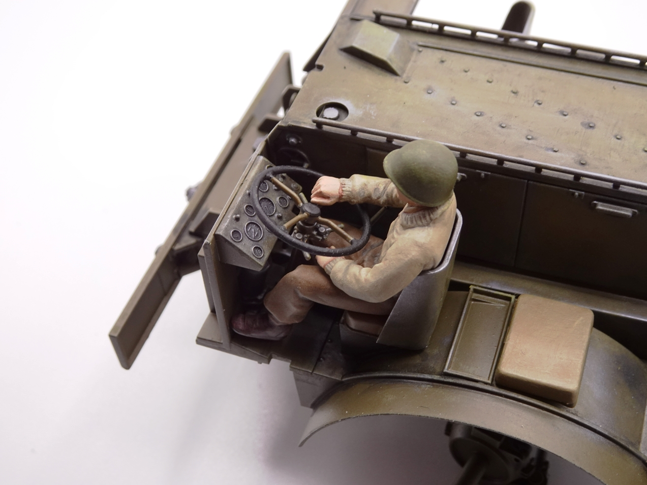 [Tamiya 1/35] M26 Armored tank recovery vehicle réf. 35244 - Page 2 M26-1110-4