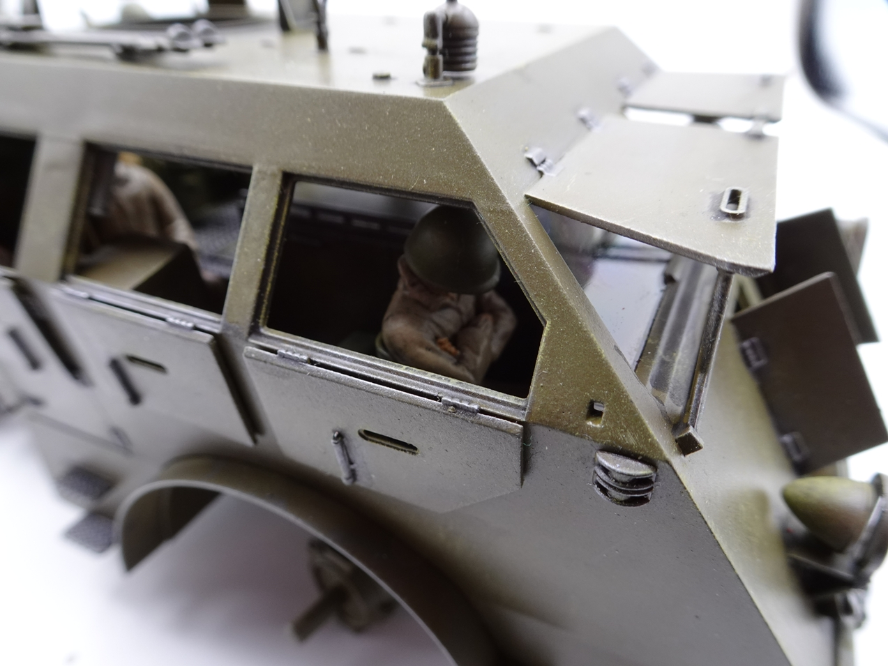 [Tamiya 1/35] M26 Armored tank recovery vehicle réf. 35244 - Page 3 M26-1810-4