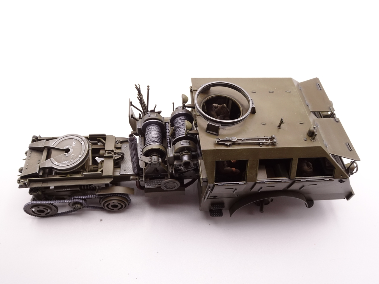 [Tamiya 1/35] M26 Armored tank recovery vehicle réf. 35244 - Page 4 M26-1810-7