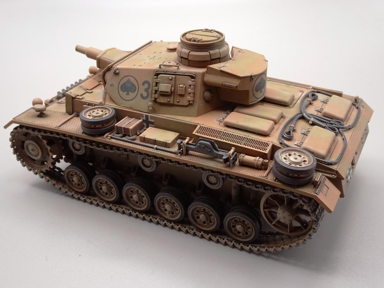 [Tamiya 1/35] Pz III Ausf.N (Sd.Kfz.141/2) réf. 35290 - Page 2 PZIII-fini-2