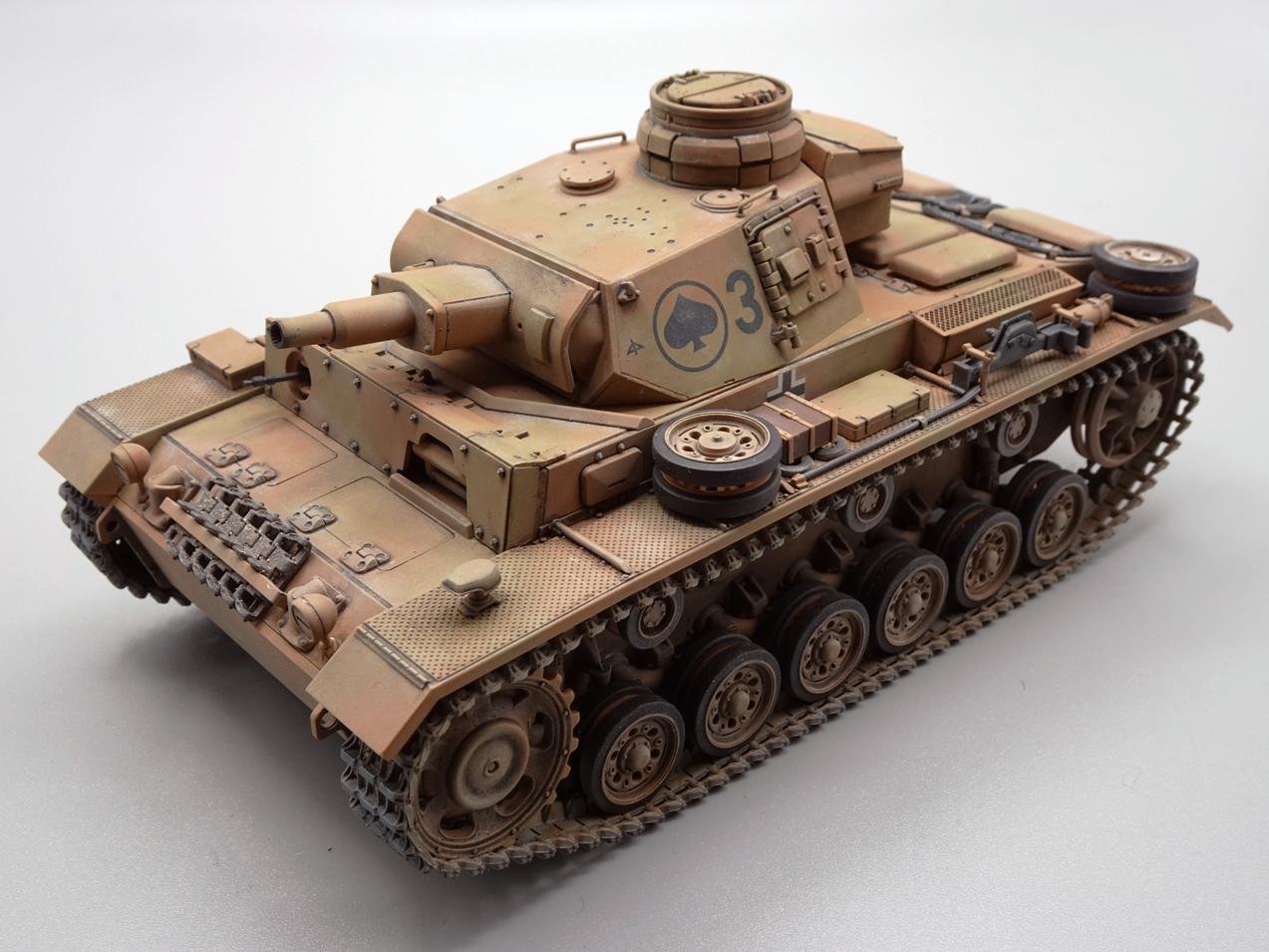 [Tamiya 1/35] Pz III Ausf.N (Sd.Kfz.141/2) réf. 35290 - Page 2 PZIII-fini-3
