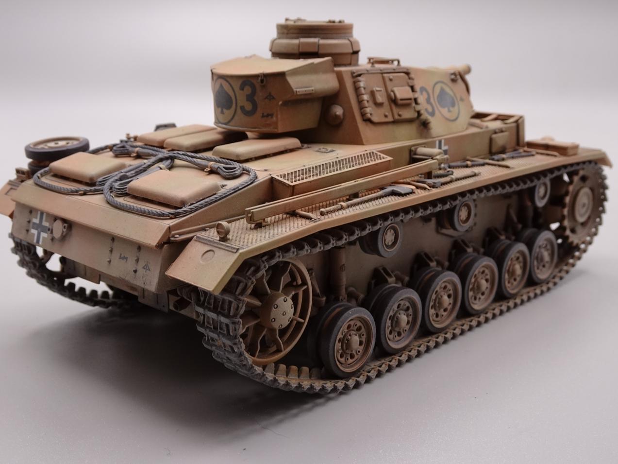 [Tamiya 1/35] Pz III Ausf.N (Sd.Kfz.141/2) réf. 35290 - Page 2 PZIII-fini-5