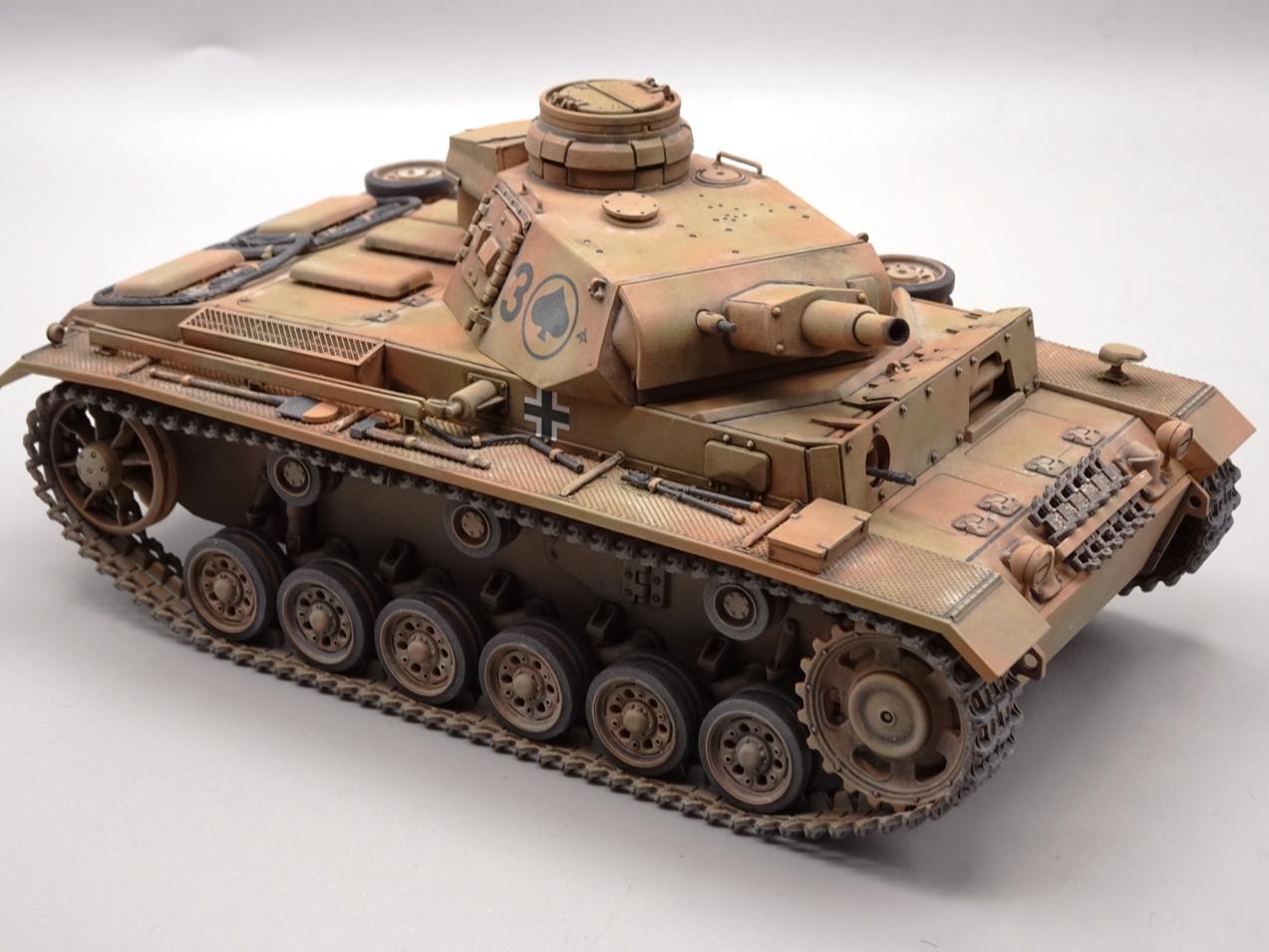 [Tamiya 1/35] Pz III Ausf.N (Sd.Kfz.141/2) réf. 35290 - Page 2 PZIII-fini-8
