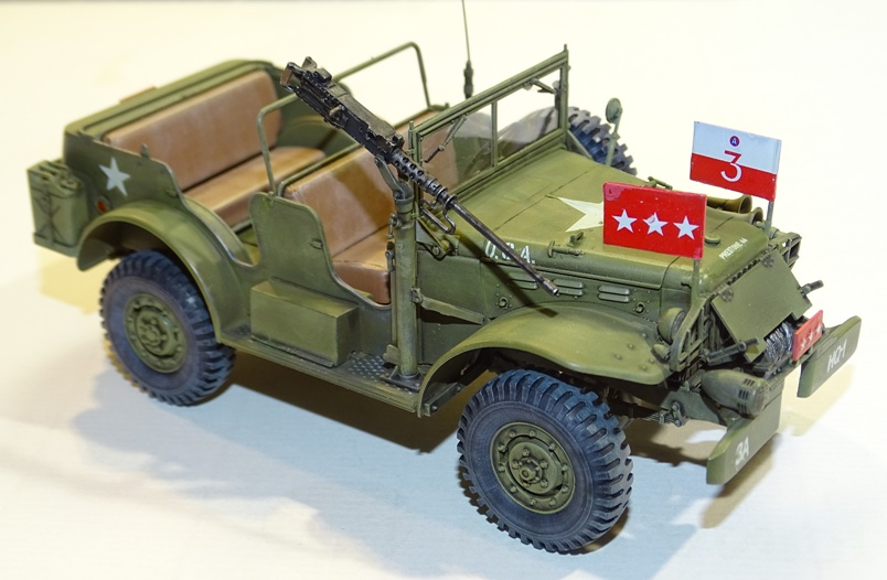[AFV Club 1/35 - Dodge WC57 Patton - Page 3 WC57-fanion